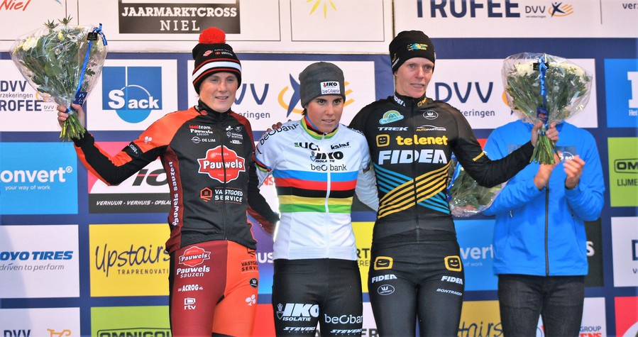 Sanne Cant wint in Niel na spannende strijd met Loes Sels