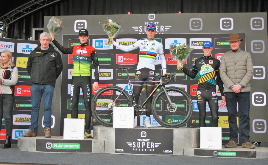 IMG_0331 eindpodium Superprestige juniores.jpg (443 KB)