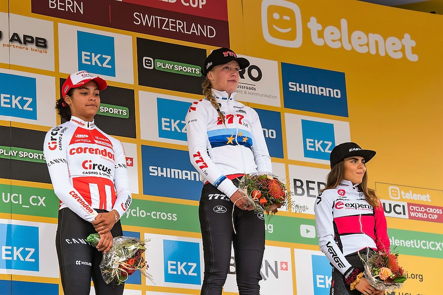 BER_7502 podium dames.JPG (470 KB)