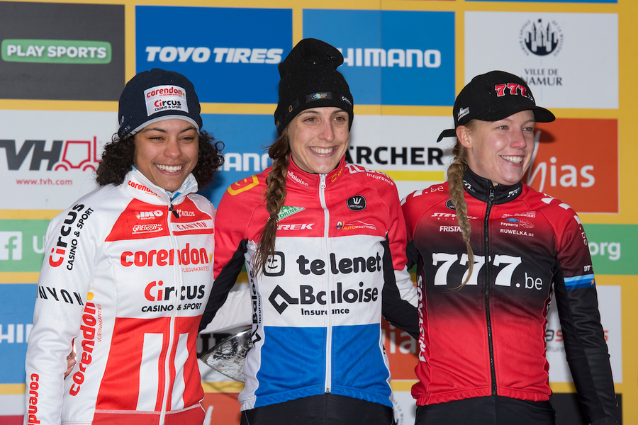 NAM_8734 podium dames.JPG (665 KB)