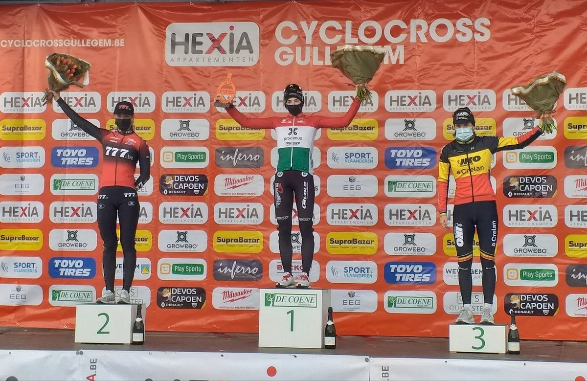 Podium dames.jpg (332 KB)