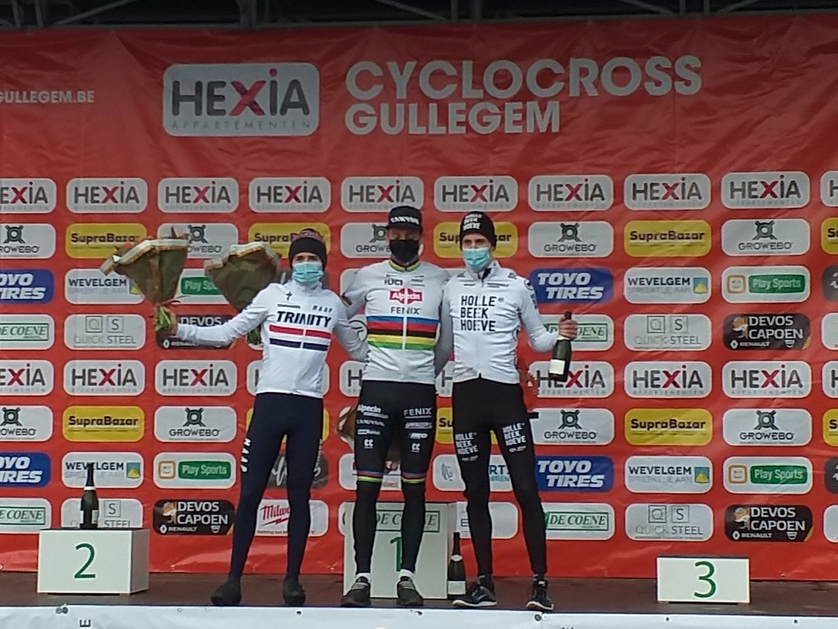 podium heren.jpg (658 KB)